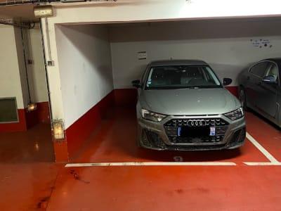 Parking en sous-sol / 50 m de la Gare RER