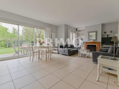 Maison Verrieres Le Buisson 9 pièce(s) 232 m2