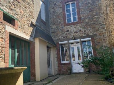 Maison  de bourg avec cour intérieure.
