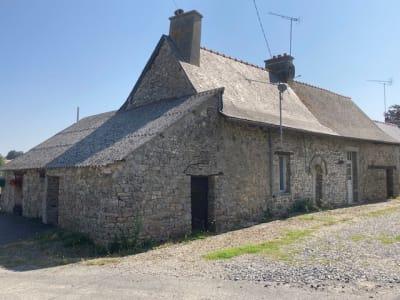 Maison de campagne en pierres.