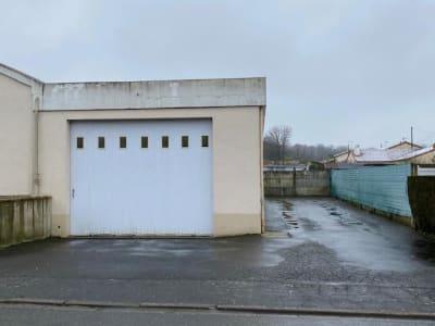 LOCAUX PROFESSIONNELS LE PUY SAINT BONNET - 240 m2