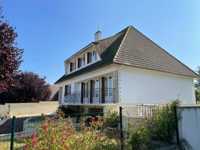 Maison de 8 pp à vendre Ouest de Caen proche Verson.