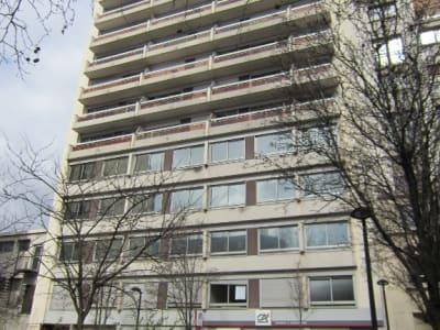 Cité de La Musique. 2P 46  m². Immeuble 1975. Parking et cave