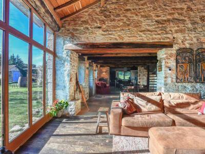 Belle Demeure de 7 pièces de 220 m2 - Piscine - Terrain 14900 m²