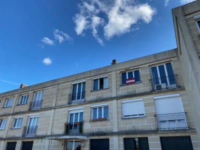 F1 au 2ème et dernier étage d'un petit immeuble