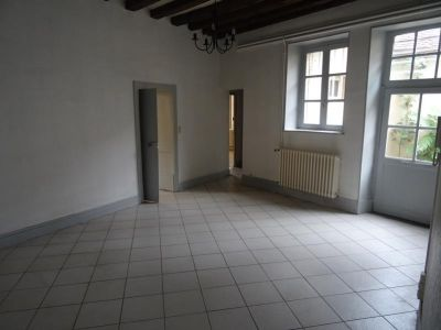 Moulins - 5 pièce(s) - 105 m2 - Rez de chaussée