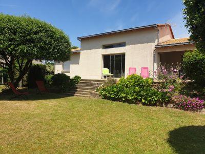 Maison 3 chambres+mezzanine/jardin/terrasse/entrée voitures