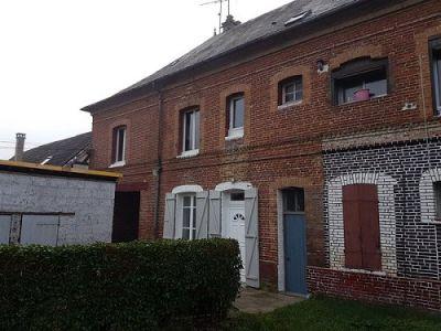 Immeuble compose deux appartements situé proche d'Aumale