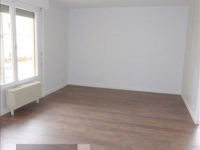 St Genis Pouilly - 2 pièce(s) - 55 m2 - 3ème étage