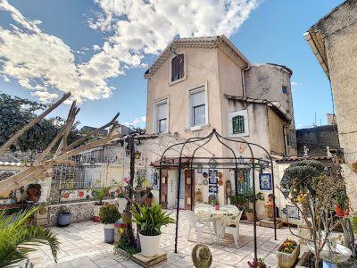 À Carpentras, maison  de ville en viager occupé avec deux habita