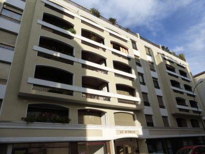 PAU HALLES SUPERBE T2 de 68 m² avec balcon terrasse plein sud