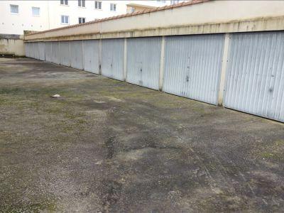 GARAGE FERME LA ROCHE SUR YON - 18 m2