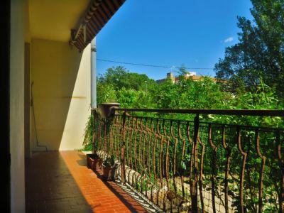 Centre à pied : T3 avec terrasse et jardinet, cave et parking.