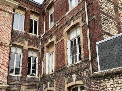 F2 RDC dans un Immeuble en Pierre Quartier Saint Gervais