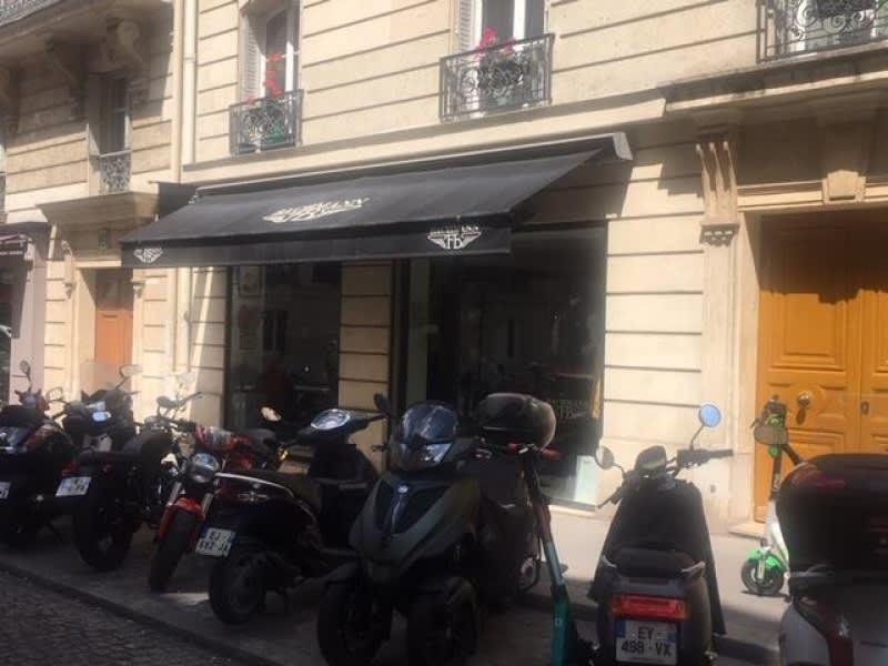 Location local commercial Paris 16ème 5140€ HC - Photo 2