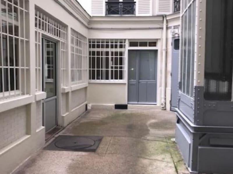 Rental empty room/storage Paris 9ème 4083,33€ HC - Picture 1