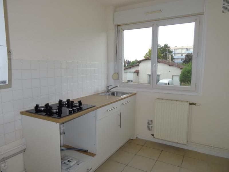 Location appartement Le coteau 490€ CC - Photo 1