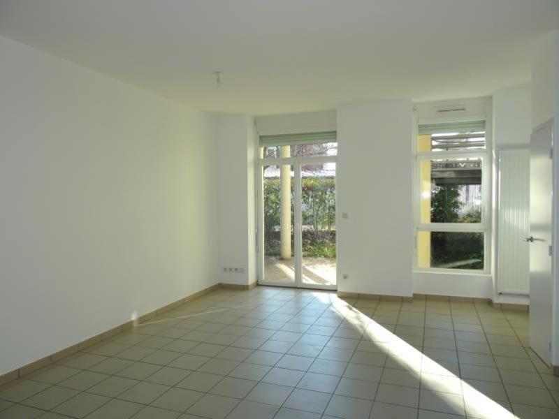 Location appartement Roanne 736,76€ CC - Photo 2