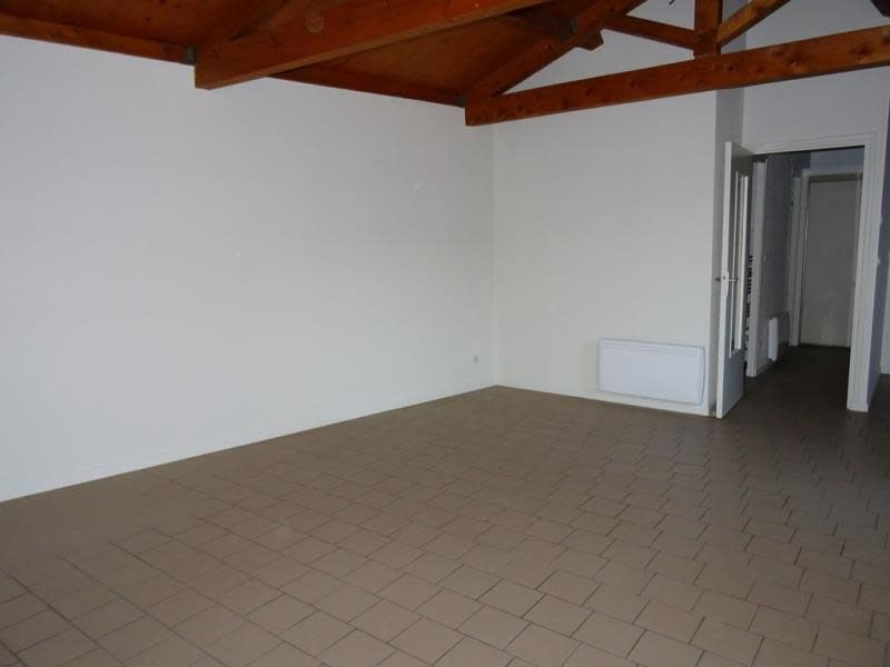 Location appartement Roanne 395€ CC - Photo 2