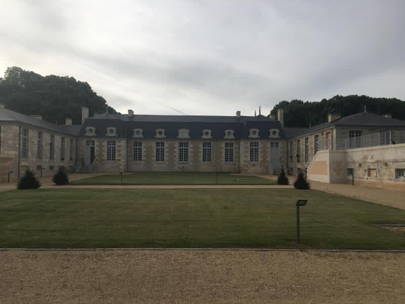 Location appartement Croutelle 15 564,90€ CC - Photo 1