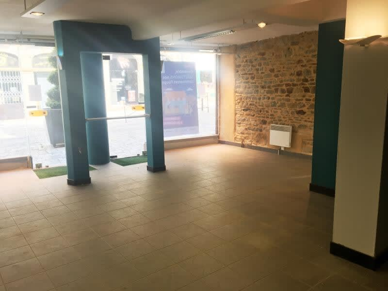 Location local commercial Fougeres 950€ HC - Photo 4