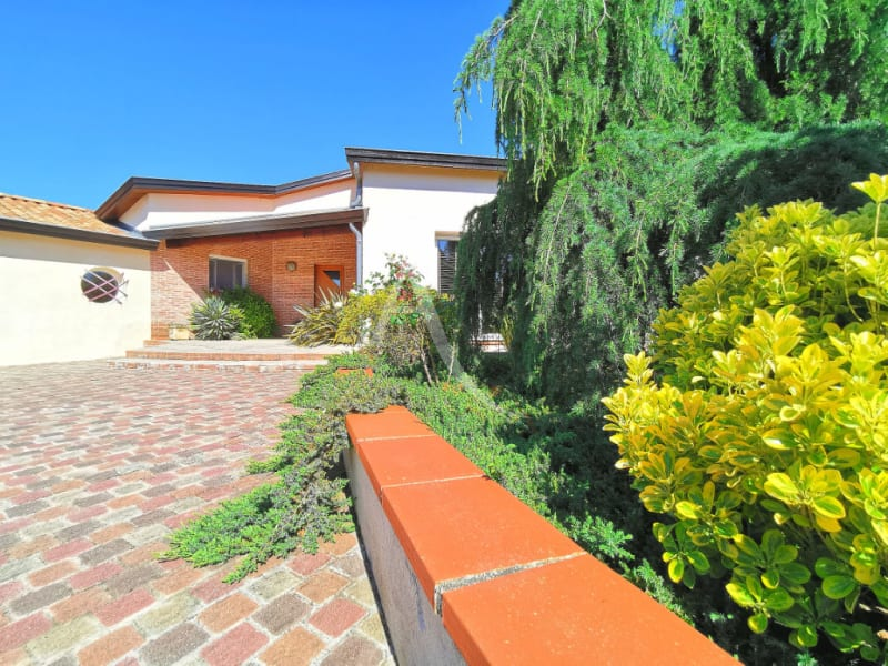 Sale house / villa L isle jourdain 472500€ - Picture 5