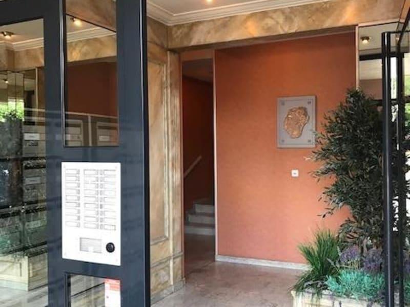 Sale apartment Charbonnieres les bains 205000€ - Picture 3