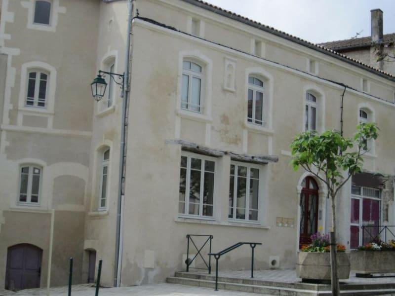 Location maison / villa Barbezieux-saint-hilaire 708€ CC - Photo 2