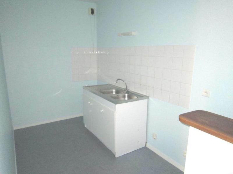 Rental apartment Saint-fort-sur-le-né 370€ CC - Picture 2