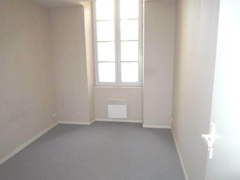 Rental apartment Saint-fort-sur-le-né 370€ CC - Picture 3