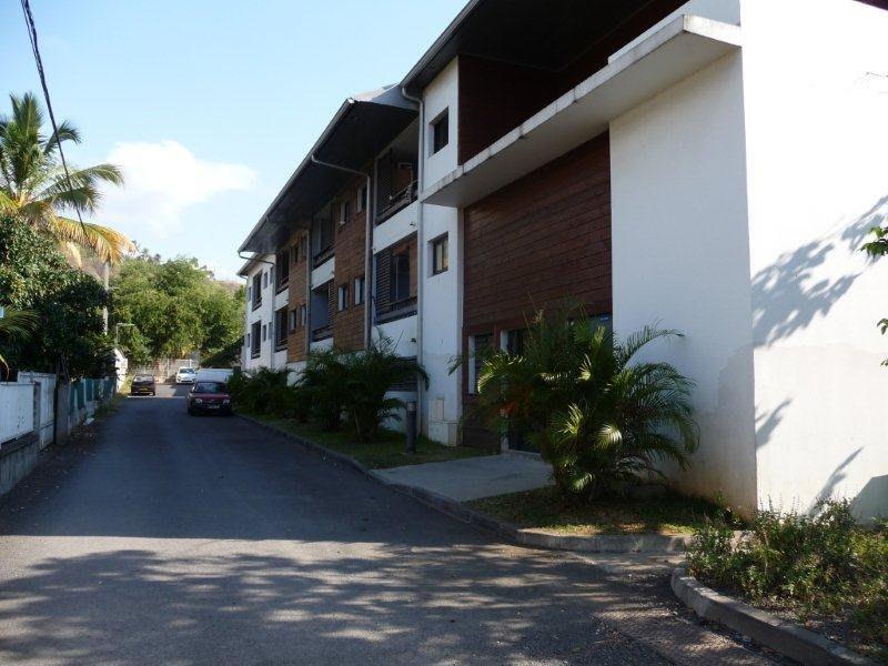 Location appartement La possession 690€ CC - Photo 1