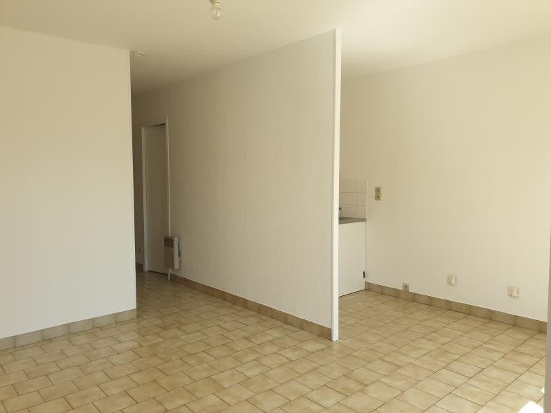 Location appartement Neuville de poitou 350€ CC - Photo 1