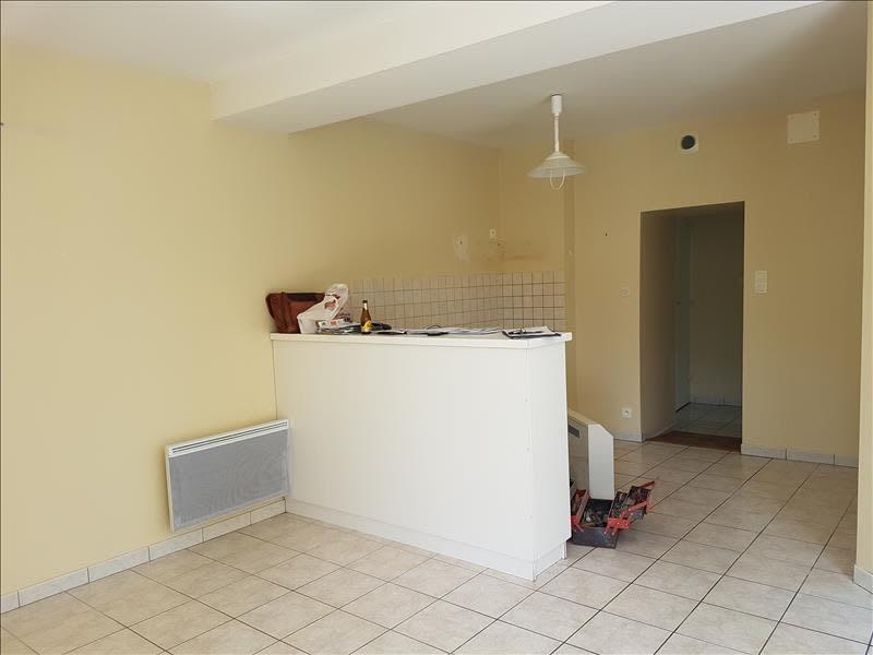 Location appartement Menigoute 375€ CC - Photo 1