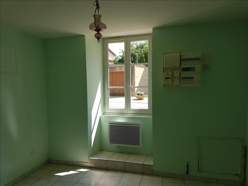 Location appartement Menigoute 375€ CC - Photo 3