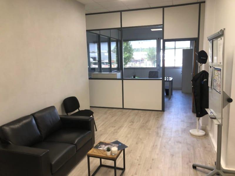 Rental empty room/storage Aix en provence 920€ CC - Picture 5