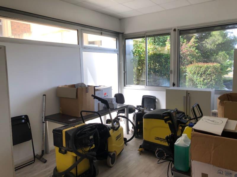 Rental empty room/storage Aix en provence 920€ CC - Picture 11