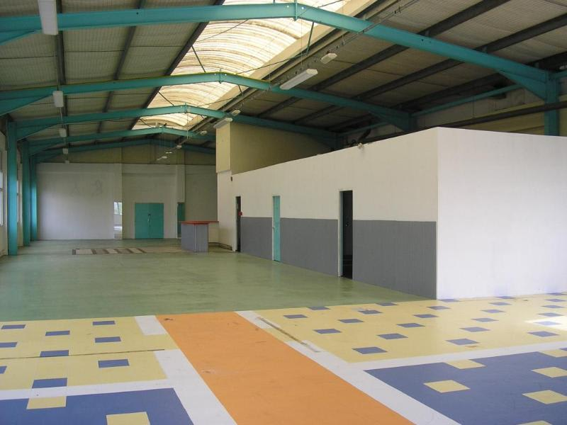 Location local commercial Oyonnax 1080€ HC - Photo 2