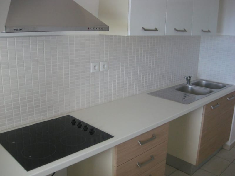 Location appartement Ste clotilde 810€ CC - Photo 3