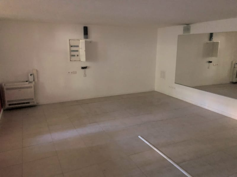 Rental empty room/storage Aix en provence 2 660€ CC - Picture 5