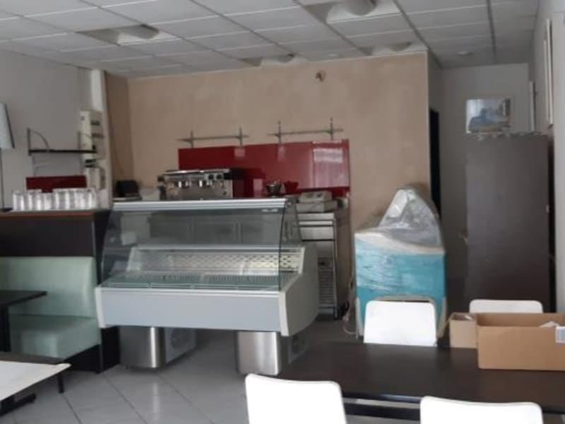 Location local commercial Acheres 971€ HC - Photo 1
