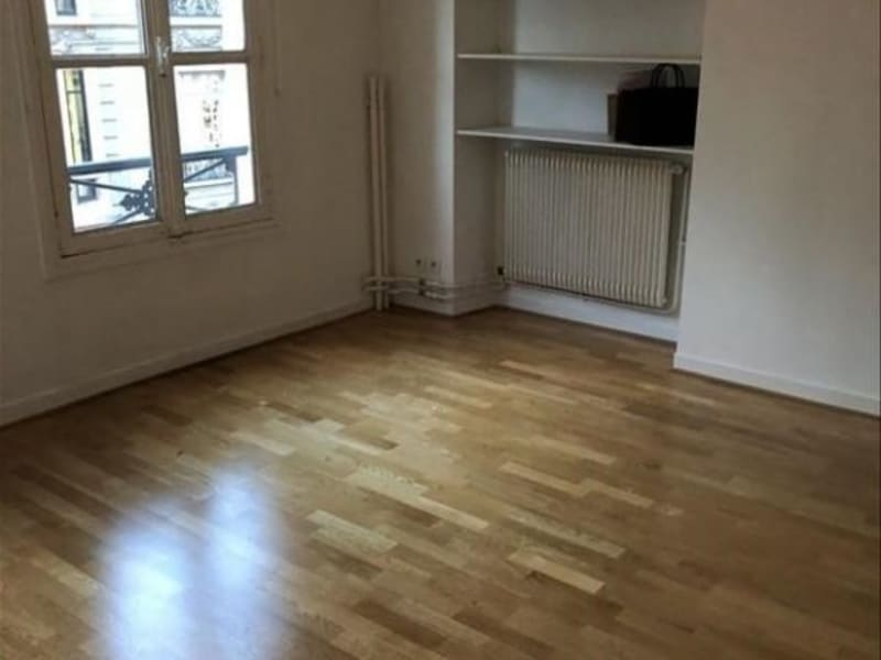 Location appartement Paris 9ème 1 000€ CC - Photo 2