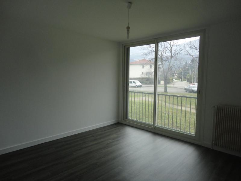 Location appartement Fontaine 575€ CC - Photo 1