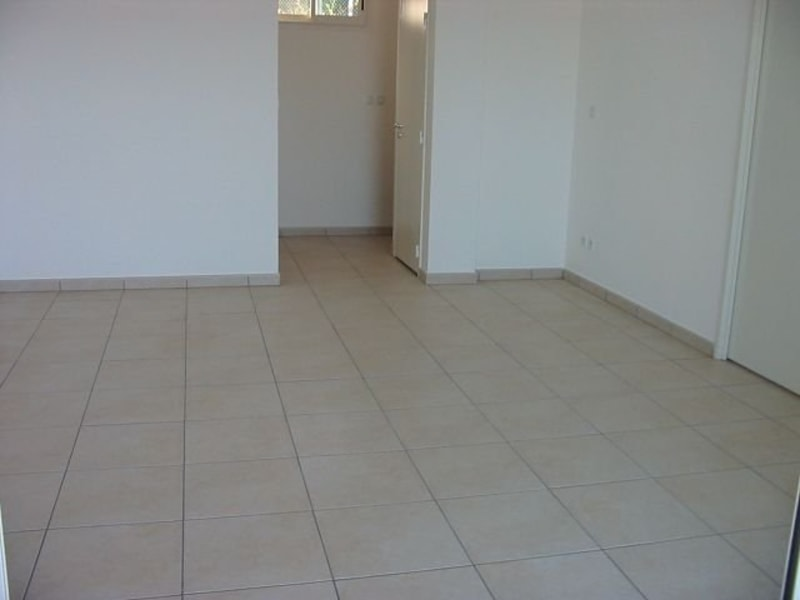 Location appartement Ste clotilde 800€ CC - Photo 4
