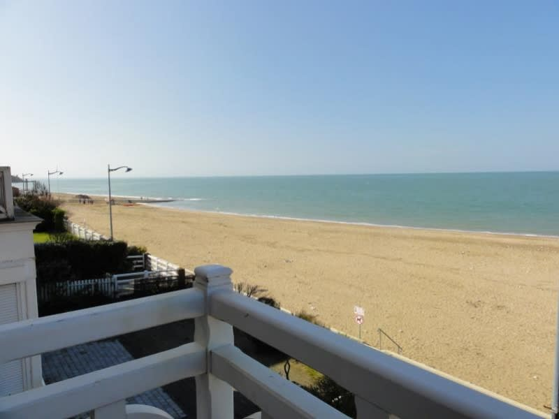 Deluxe sale apartment Villers sur mer 510 000€ - Picture 2