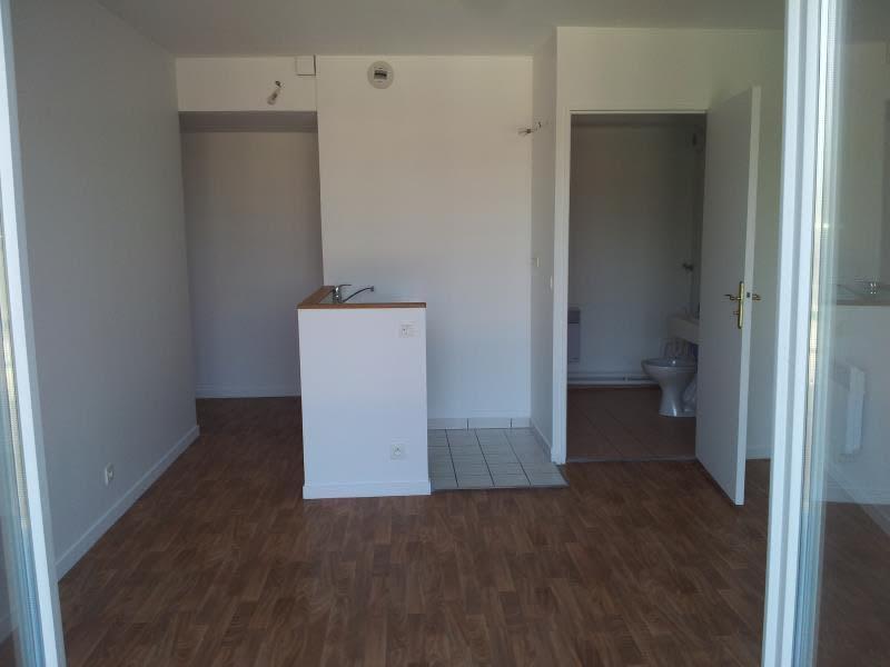 Rental apartment St denis 676,86€ CC - Picture 3