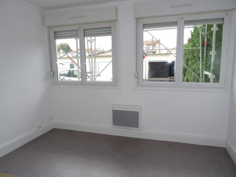 Rental apartment Le coteau 245€ CC - Picture 1