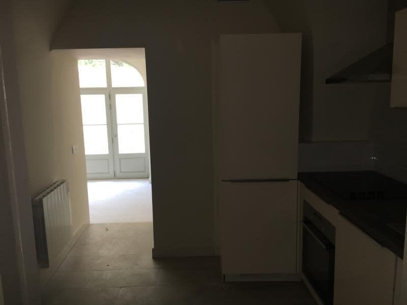 Rental apartment Nimes 410€ CC - Picture 2
