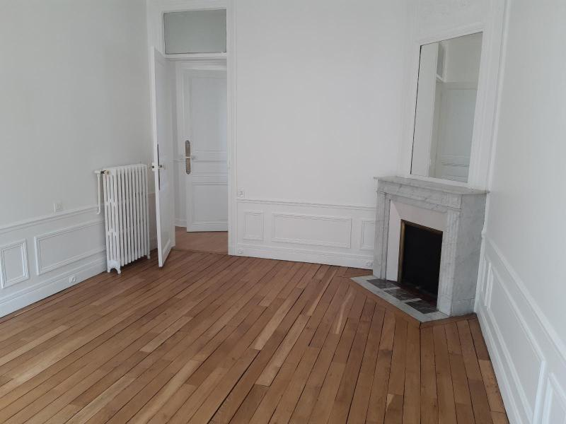 Location appartement Paris 16ème 3 208€ CC - Photo 5
