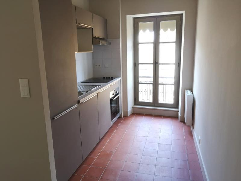 Rental apartment Nimes 596€ CC - Picture 2