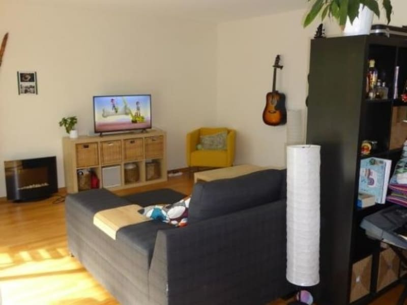 Rental apartment St genis pouilly 1864€ CC - Picture 2